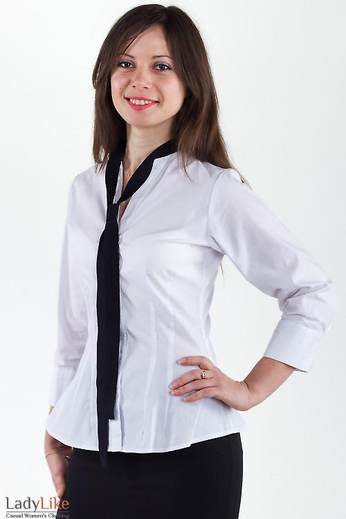 Фото Блузка белая с черным галстуком Деловая женская одежда