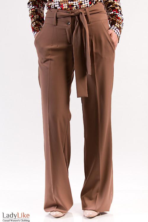 Фото Брюки коричневые с поясом Деловая женская одежда