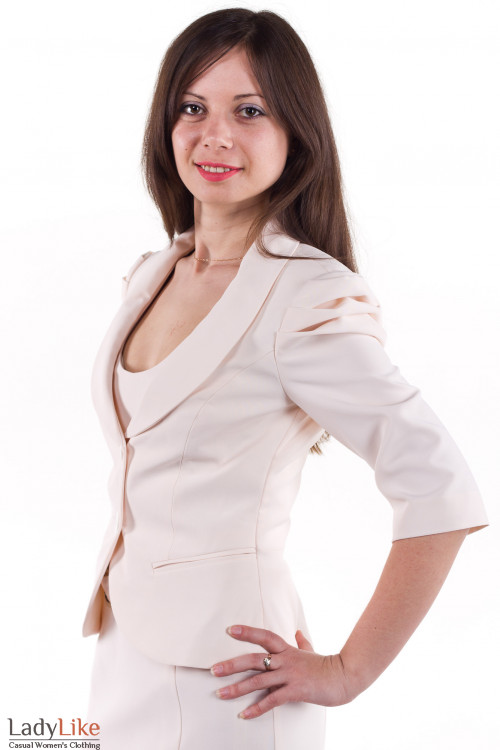 Фото Жакет бежевый с круглым вырезом Деловая женская одежда