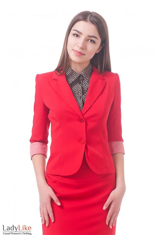 Фото Жакет красный с полосатой манжетой Деловая женская одежда