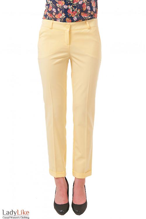 Фото Брюки желтые короткие Деловая женская одежда