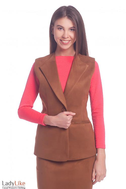 Жилет коричневый из замша Деловая женская одежда