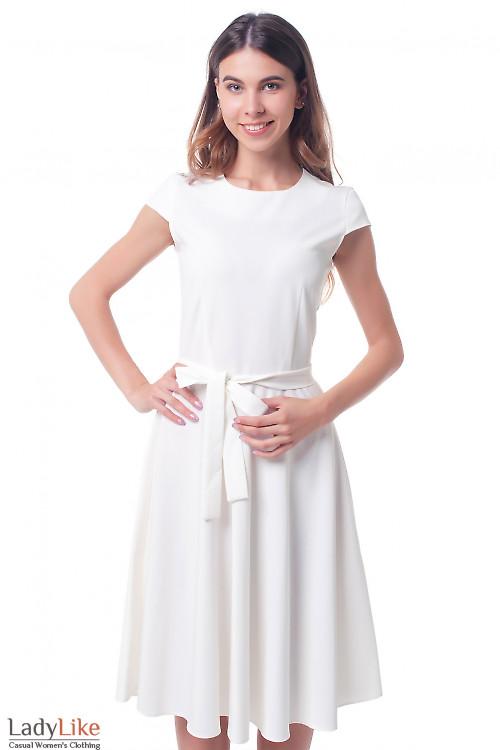 Платье белое с пышной юбкой Деловая женская одежда фото