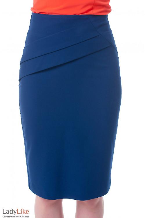 Юбка темно-синяя с горизонтальными складками Деловая женская одежда фото