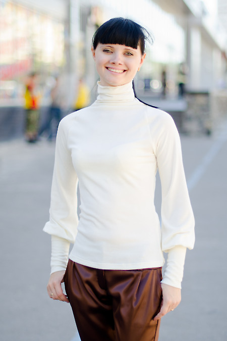 Гольф молочный Деловая женская одежда
