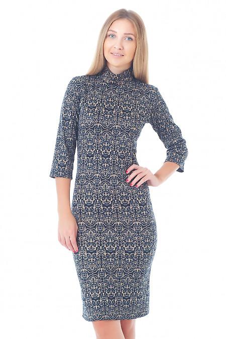 Платье трикотажное в бежевый орнамент Деловая женская одежда