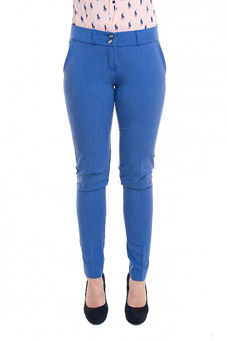 Голубые брюки под джинс Деловая женская одежда фото
