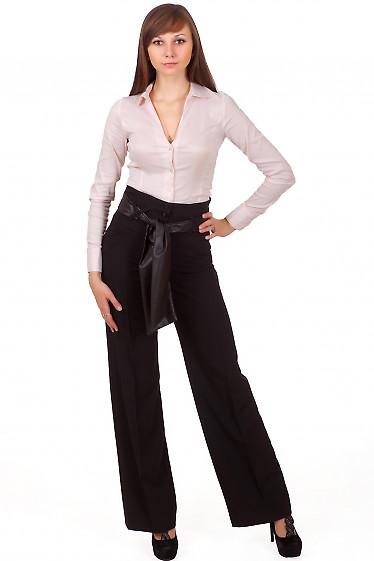 Фото Брюки черные с высокой талией и поясом Деловая женская одежда