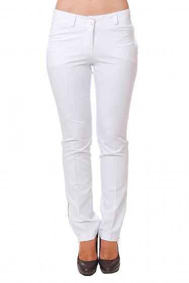 Брюки белые с замочками  Деловая женская одежда