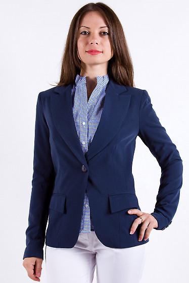 Фото Жакет синий удлиненный на одну пуговицу Деловая женская одежда
