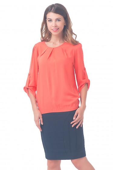 Блузка коралловая с защипами по горловине Деловая женская одежда