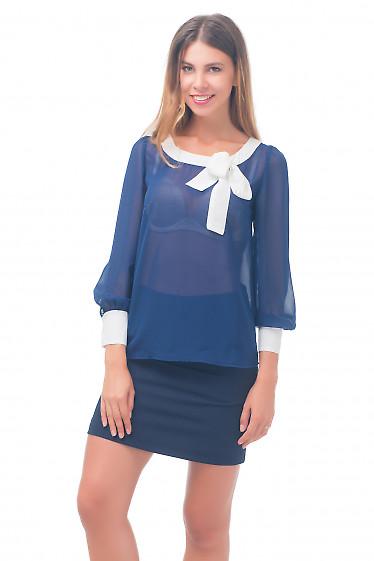 Блузка синяя с белой горловиной Деловая женская одежда