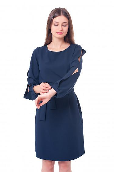 Синее платье с разрезом на рукаве Деловая женская одежда фото